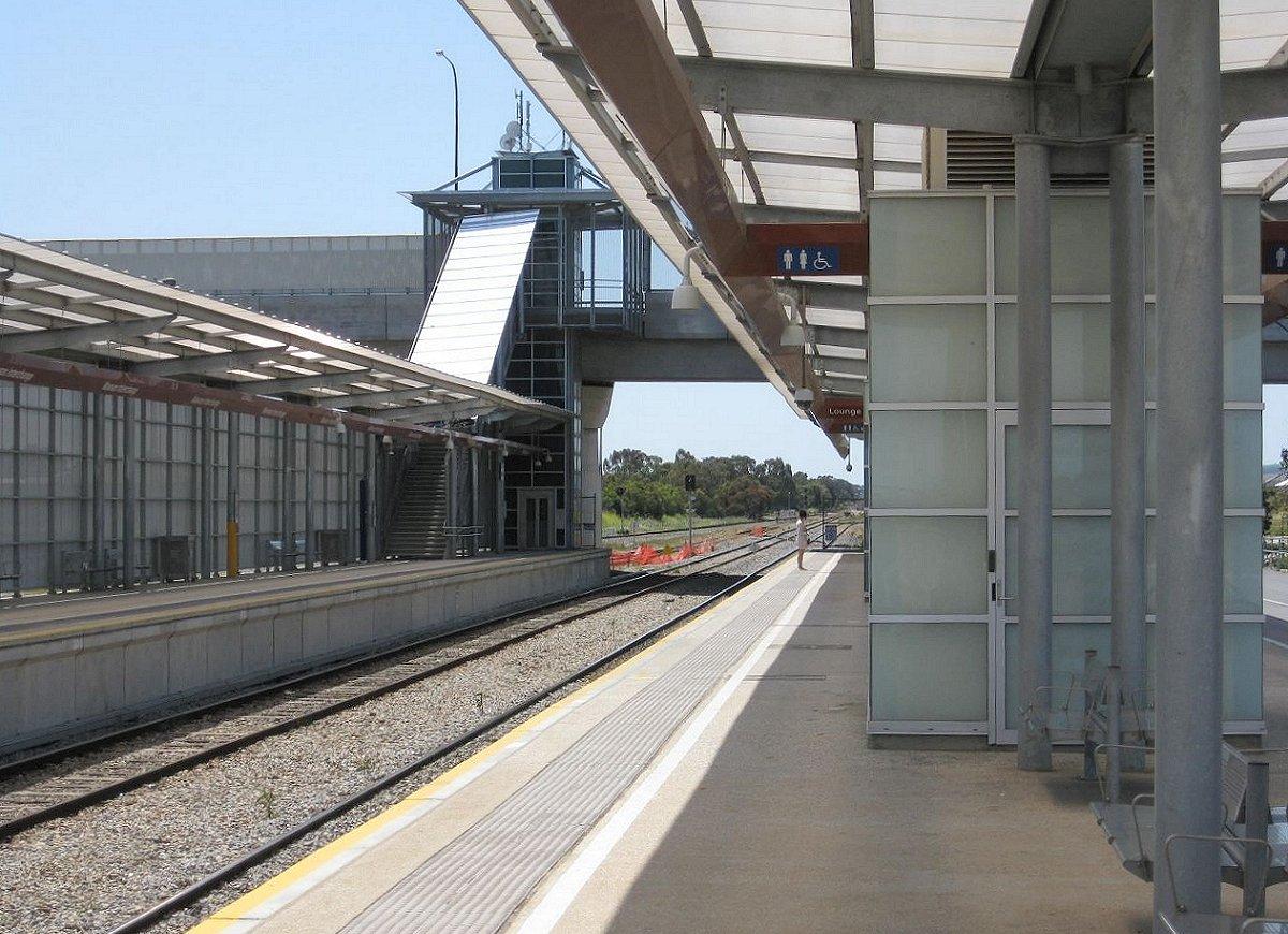 gawler_50_mawson_lakes_railway_station_looking_north.jpg